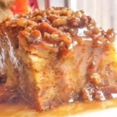 Pumpkin Praline Bread Pudding - this dish sounds so rich and comforting. A pumpkin bread pudding with a delicious rich praline sauce and lots of pumpkin pie spices!
