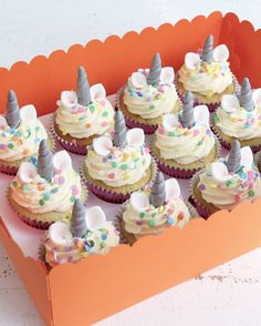 Add magic to any occasion with these Unicorn Cupcakes decorated with sprinkles, unicorn horns & ears. Perfect on their own or paired with our Unicorn Cakes. Sport Cakes, Salty Cake, Festa Party, Orange Recipes, Cake Tins, Savoury Cake, Unicorn Cakes, Unicorn Horns, Unicorn Party