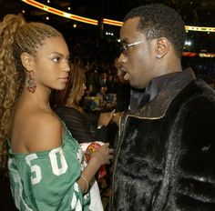 Bey was so not feeling Diddy at the 2003 NBA All Star game. 90s Hip Hop, Hip Hop Rap, Sean P Diddy Combs, Puff Daddy, Basketball Photos, Carter Family, Blue Ivy, Beyonce Knowles, Music Photo