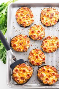 Easy Mini Eggplant Pizza Recipe - Low Carb - This easy low carb eggplant pizza recipe needs just 6 ingredients! See how to make eggplant pizza faster than other methods - only 30 minutes total. by frida_oumpapa Read Keto Eggplant Recipe, Eggplant Pizza Recipes, Eggplant Pizzas, Mini Pizza Recipes, Low Carb Recipes, Vegetarian Recipes, Cooking Recipes, Healthy Recipes, Soup Recipes