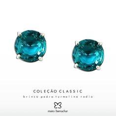 """A moda sai de moda, o estilo jamais"" Coco Chanel.  Coleção Classic!   #Moda #Classico #Love #jewellery #nalojavirtual #ColecaoClassic #nalojapraiadocanto #noshowroomsp #pedidoswhatsapp #accessorize #Brinco  http://www.mairabumachar.com.br/brinco-turmalina-rodio"
