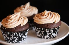 Chocolate Coffee Cupcakes with Bailey's Pudding Filling and Kahlua Frosting