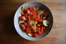 15 retete de salate pentru slabit sanatos. Salate delicioase si rapide – Sfaturi de nutritie si retete culinare sanatoase Fruit Salad, Watermelon, Food, Fitness, Fruit Salads, Essen, Meals, Yemek, Eten