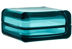 Vitriini glass Box in sea blue. The new Vitriini containers from iittala are so much more than storage! Created by glass designer Anu Penttinen, this square container with sea blue glass lid and both looks good and serves a practical purpose Verre Design, Luminaire Design, Decorative Accessories, Home Accessories, Decorative Boxes, Golden Design, Glass Boxes, Small Earrings, Products