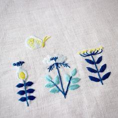 新刊『annasの草花と動物のかわいい刺繍』今発送作業しているそうです☆ 画像は新刊から。デフォルメしたお花たち。 西荻窪の教室でも本は販売していますよ^_^