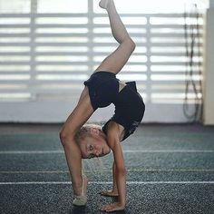 Luna Vega (@lunaaa_belen) • Fotos y vídeos de Instagram Gymnastics Moves, Contortion, Instagram, Sporty, Running, Fashion, Gymnasts, Nativity Scenes, Dancing