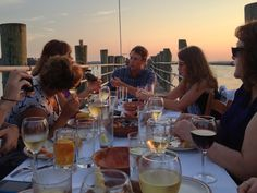 Dinner on the docks at Hudson's Seafood, Great idea for rehearsal dinner #HiltonHead #travel