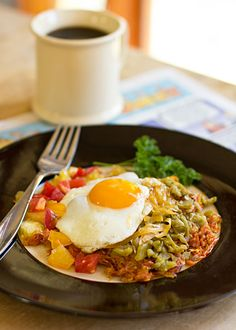 Southwestern hashbrowns with New Mexico green chile and cheese Dussert Dussert Stillwell Kitchen Sweet Potato Hash Browns, Salad With Sweet Potato, Mexican Cooking, Mexican Food Recipes, Mexico Food, Potato Dishes, International Recipes, Brunch, Huevos Rancheros