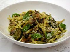 Trofie con funghi misti zucchine e pesto