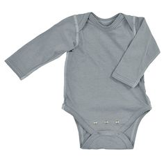 This gray Brights Organic Long Sleeve Bodysuit has a lap shoulder opening for easy on and off with seams on the outside for extra comfort. The built-in adjustable extender grows with baby making it perfect for use over time!