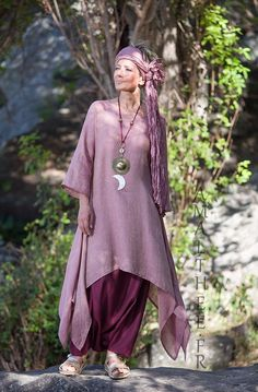 Rosewood and raspberry for this linen loose fit linen gauze Elke tunic makes a fruity mix with our sarouel skirt. Rosewood and raspberry for this linen loose fit linen gauze Elke tunic makes a fruity mix with our sarouel skirt. Look Boho, Bohemian Style, Boho Chic, Linen Skirt, Linen Dresses, Linen Pants, Look Fashion, Womens Fashion, Fashion Design