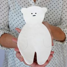 This polar bear couldn't get any cuter. Learn how to make this simple bear plate out of air dry clay.