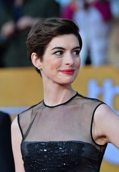 Anne Hathaway shows this trend of pixie cut hairstyle always makes her show up trendy and stunning on the special events. These 20 Good Anne Hathaway Pixie Cuts Short Pixie Haircuts, Short Hairstyles For Women, Celebrity Hairstyles, Hairstyles Haircuts, Short Hair Cuts, Cool Hairstyles, Short Hair Styles, Short Bangs, Pixie Cuts