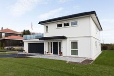 Bygger du nytt hus? - Byggmakker.no Garage Doors, Cottage, Cabin, Outdoor Decor, Home Decor, Decoration Home, Room Decor, Cottages, Farmhouse