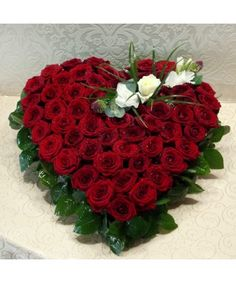 Bouquet Box, Red Rose Bouquet, Flower Boxes, Red Roses, Heart Shapes, Christmas Wreaths, Valentines Day, Holiday Decor, Bouquets