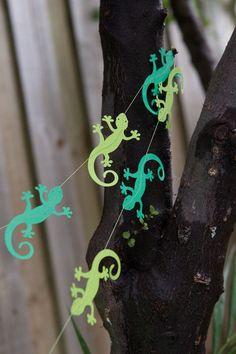 Reptile Paper garland - 2 metres (6.5 foot) Reptile, Lizard, Gecko Boys Party. $20.00, via Etsy.