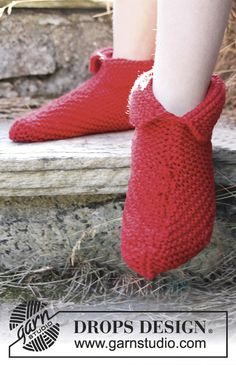 """Snuggles - Knitted DROPS slippers in garter st in """"Alaska"""". - Free pattern by DROPS Design"""