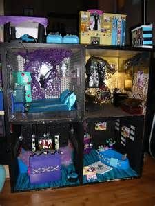 monster high doll house - (LEAH & PIPER)