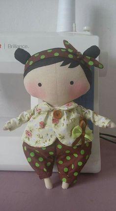 Tilda in box Fabric Toys, Fabric Scraps, Doll Clothes Patterns, Doll Patterns, Tilda Toy, Doll Making Tutorials, Monster Dolls, Sewing Dolls, Soft Sculpture