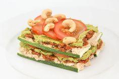 Vegetarisk lasagne är en vanlig rätt i vegetariska hushåll, och den här veganska versionen ter sig utmärkt på varma augustidagar eller för den som helt enkelt inte har lust att använda ugnen.