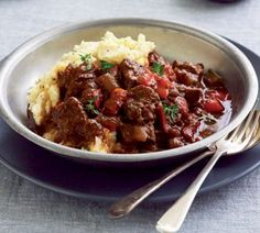 Beef goulash Serves: 6 Time to make: 2 Hours 20 mins Slow Cooker Recipes, Beef Recipes, Macedonian Food, Beef Goulash, Food Tags, Main Meals, Casserole Dishes, Healthy Dinner Recipes, Healthy Dinners
