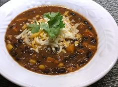 soupe-haricots-noirs-et-legumes-mexicaine-supercardio Chili, Vegan, Nutrition, Food, Stewed Tomatoes, Black Bean Soup, Soup Bowls, Cooking Food, Food Food