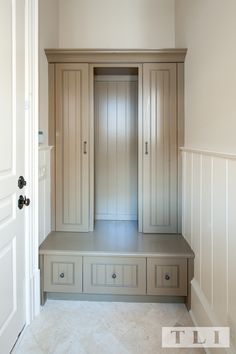 making use of a small wall/entry/mudroom