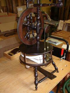 Spinnrad mit Flötenwerk Spinning wheel with flute creation