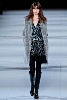 I like this silver coat!!!