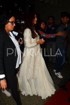 Aishwarya arrives in Mumbai after a much successful Gandhi Jayanti event in the Capital city | PINKVILLA