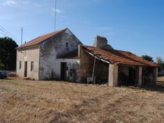 Casa antiga para restaurar c/ 4.567 m2 de terreno   Serra do Bouro