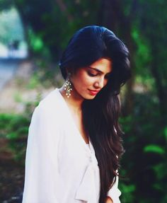 Malavika Mohanan Hot Pics Indian Model Actress Latest Pictures News and Biography Portrait Photography Poses, Photography Women, Portraits, Girl Photo Poses, Girl Poses, Saree Poses, Indian Photoshoot, Stylish Girl Images, Beauty Full Girl