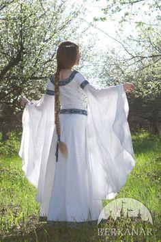 """средневековое платье """"Царевна-лебедь"""""""