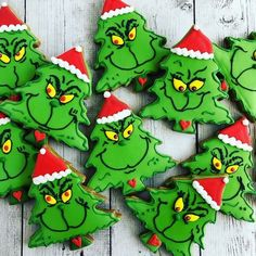 Easy and Fun Christmas Treats for Kids to Make - Sugar Cookies - Annemarie Brder - Easy and Fun Christmas Treats for Kids to Make - Sugar Cookies Grinch Christmas Sugar Cookies - Christmas Sugar Cookies, Christmas Snacks, Christmas Goodies, Christmas Fun, Decorated Christmas Cookies, Christmas Cupcakes, Holiday Cookies, Recipes For Christmas Cookies, Grinch Christmas Tree Decorations