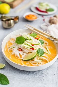 asian style soup Chile, Asian Style, Thai Red Curry, Ethnic Recipes, Food, Spaghetti, Soups, Essen, Chili