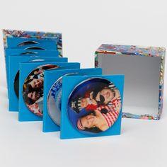 37. Foto vzpomínky v kostce balené - fotomagnetky Přemýšlíte nad netradičním dárkem? Nabízíme vám jednoduché řešení. Vyrobte si sadu deseti magnetických fotografií v zajimavém balení. Sada může sloužit jako netradiční dárek pro babičku, tetičku, kamarádku, kolegu... pro každého, koho chcete potěšit osobním dárkem. ... Bookends, Home Decor, Decoration Home, Room Decor, Book Holders, Interior Decorating