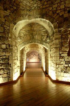 Castello_di_Barletta_-_sotterranei_verso_nord-est.jpg (2848×4272)
