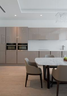 Taupe kitchen cabinets l Check out more kitchen cabinets other than white l Selecting kitchen cabinets l #stylecurator #stylecuratorau