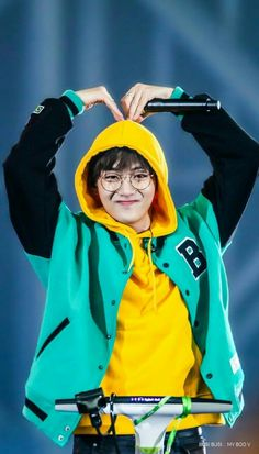 Wall paper iphone bts taehyung Ideas for 2019 Bts Taehyung, Bts Bangtan Boy, Namjoon, Foto Bts, Bts Photo, Daegu, V Bts Cute, I Love Bts, V Cute