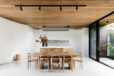 Modern And Minimalist Dining Room Design Ideas - Kitchen Design Ideas & Inspiration Wooden Ceiling Design, Wooden Ceilings, Timber Ceiling, Brick Courtyard, Courtyard House, Minimalist Dining Room, Modern Minimalist, Minimalist Living, Casa Patio