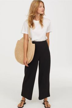 Summer Fashion Tips .Summer Fashion Tips Summer Work Outfits, Office Outfits, Spring Outfits, Casual Outfits, Black Culottes Outfit Casual, Cullotes Outfit Casual, Office Attire, Culottes Outfit Work, Summer Clothes