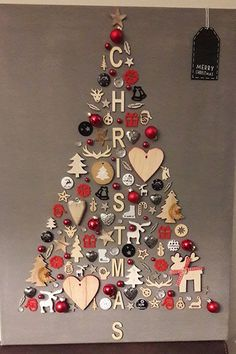 christmas tree ideas unique DIY Christmas Wall Decor Ideas for 2019 that spells out the Christmas joy in the most appropriate way - Saudos Wall Christmas Tree, Noel Christmas, Christmas Signs, Christmas Ornaments, Christmas Ideas, Christmas Tree Ideas For Small Spaces, Christmas Wall Decorations, Simple Christmas, Christmas 2019