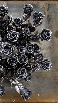 A unique bouquet of roses. You can make an order by clicking on the link. Metal Roses, Metal Flowers, Metal Art Projects, Metal Crafts, Furnace Maintenance, Cutlery Art, Flower Outline, Steel Art, Welding Art