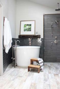 Simple Japanese Soaking Tub for Minimalist Bathroom Interior