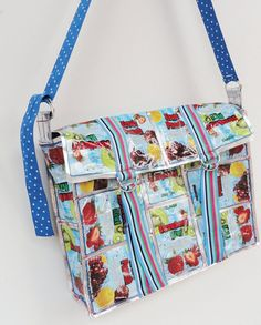 Cutest juice pouch bag I've seen yet. Sun Projects, Craft Projects, Capri Sun Juice, Blue Juice, Sun Crafts, Sewing To Sell, Pouch Bag, Repurposing, Beautiful Bags