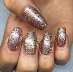 Glitter Nails using Artistic Colour Gloss Goddess available at Louella Belle #ArtisticColourGloss #Nails #NailPolish #Glitter #GlitterNails #RoseGold #Manicure #LouellaBelle