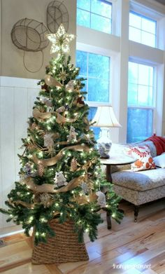 Woodland Christmas Tree via The Inspired Room! Love this woodland Christmas tree and its' natural look! Decoration Christmas, Christmas Tree Themes, Noel Christmas, Country Christmas, Xmas Tree, Winter Christmas, Holiday Decor, Christmas Tree In Basket, Holiday Tree