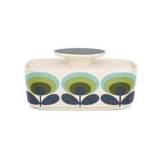 Welcome Orla Kiely's signature style into your interior with the '70s Flower butter dish. Featuring the iconic and retro flower print, this butter dish has been crafted from 100% earthenware and c