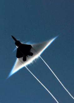 Raptor bei Überschallflug: Im Kampf ist der Jet noch nicht eingesetzt worden.
