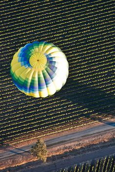 Hot air balloon rides over Napa, definitely on our #bucketlist #travelingTOMS
